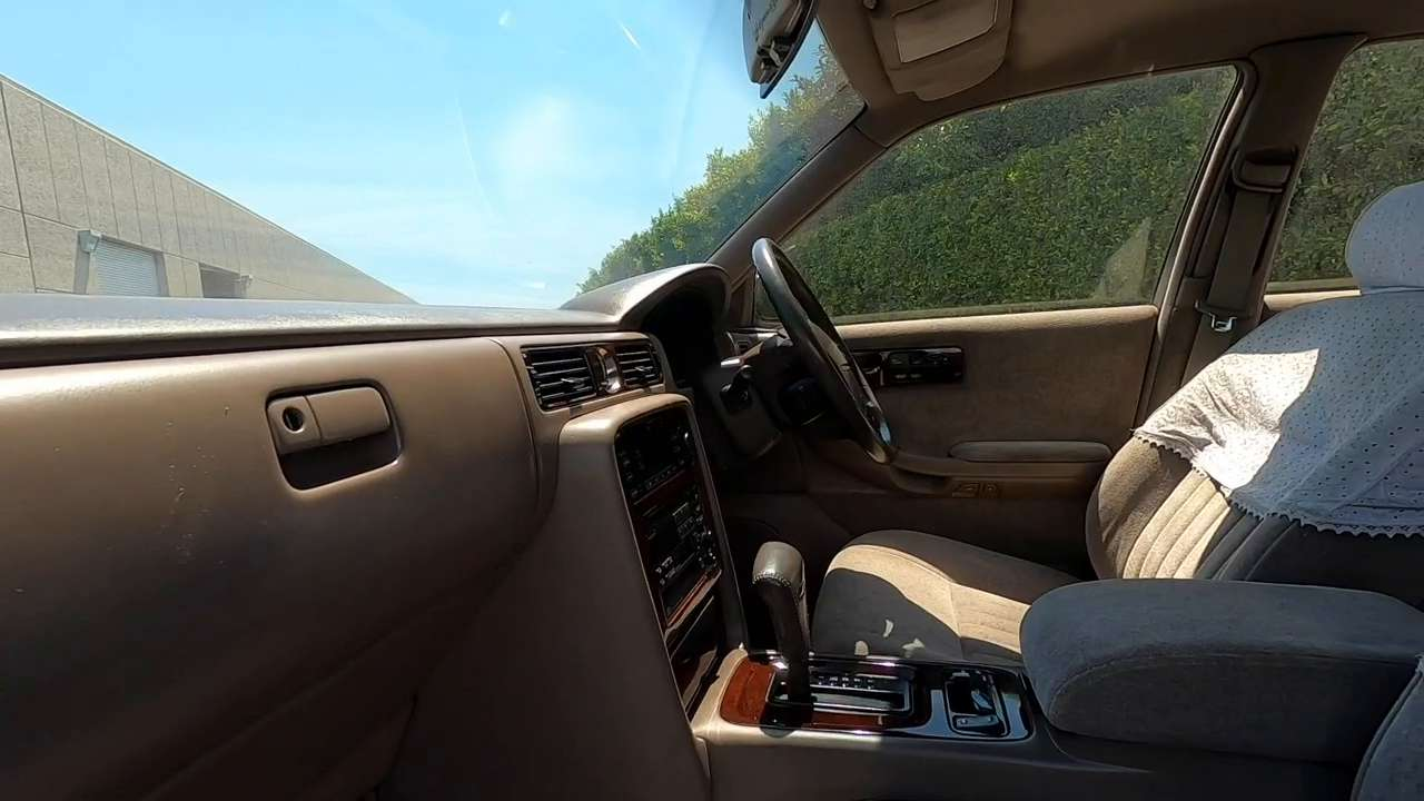 What are some unique features about the 1994 Nissan Cima's interior?